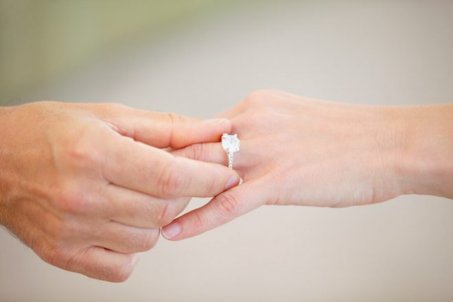 How to Sell a Wedding Ring and Dress After Divorce