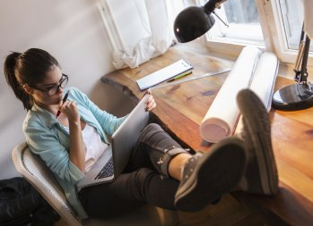 How to Freelance 101: 6 Ways to Avoid a Summer Freelance Slowdown - make money over the summer