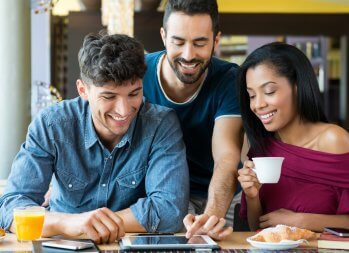 9 Ways to Support Your Friends' Businesses Without Going Broke - helping out a friend - ways to help friends