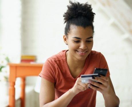 Cómo generar crédito con una tarjeta de crédito asegurada