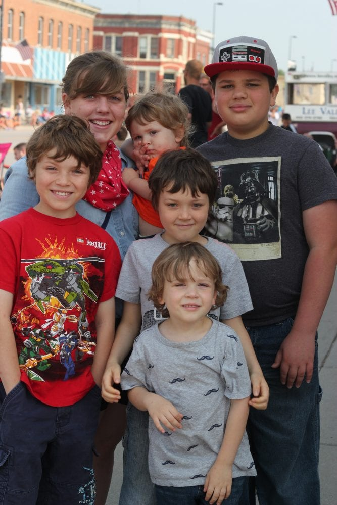 Large-Family Budget: How to Save, Even With 6 Kids | Linsey Knerl's family in July 2015
